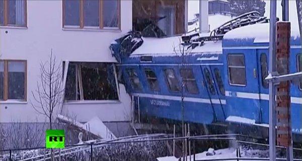 Un train volé déraille et s'encastre dans la cuisine d'un immeuble