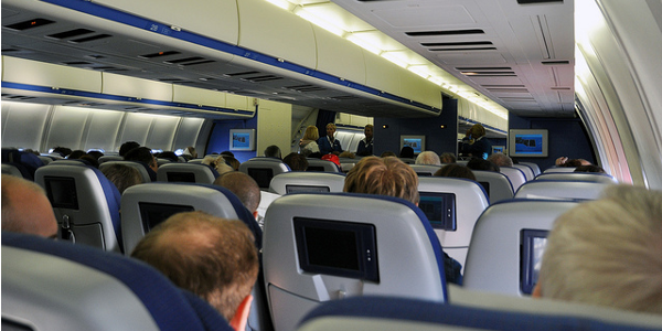 Top 10 des phrases insolites d 39 h tesses et de passagers en avion kelbillet - Nuit insolite dans un avion ...