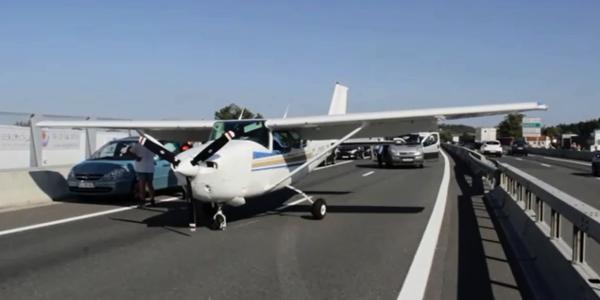 Un avion de tourisme se pose d'urgence sur une rocade
