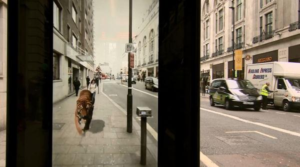 Londres : des passants attaqués à un arrêt de bus par un tigre, des extra-terrestres et des monstres